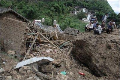 32846_une-maison-detruite-par-un-glissement-de-terrain-dans-un-village-pres-de-baoshan-dans-le-sud-ouest-de-la-chine-le-3-septembre-2010.jpg